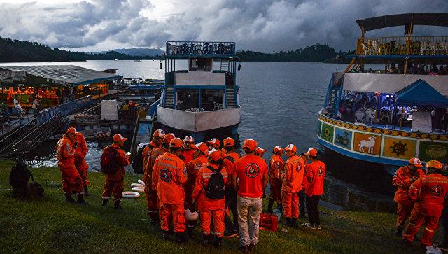 Сотрудники службы спасения в Колумбии. Архивное фото