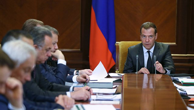 Медведев призвал нерасслабляться: стабильности нет, последствия санкций могут обостриться