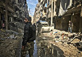 Боец сирийской армии на улице восточного квартала Алеппо. Сирия, 18.12.2016