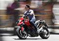 Том Круз на мотоцикле во время ремейка некоторых сцен фильма Рыцарь дня