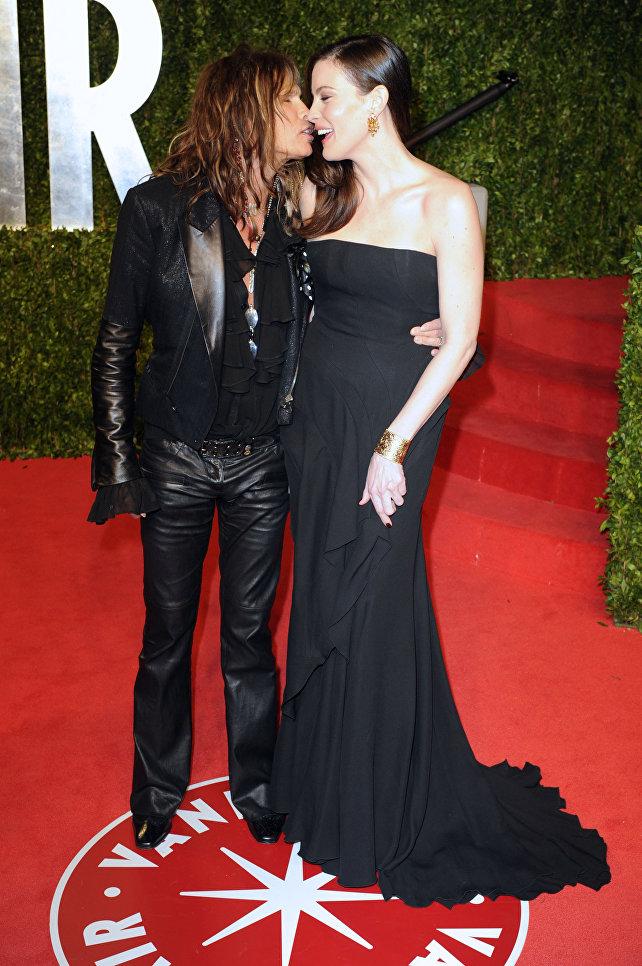 Американская актриса Лив Тайлер с отцом Стивеном Тайлером в Голливуде. 2011 год