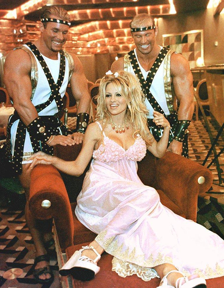 Американская актриса и фотомодель Памела Андерсон. 1999 год