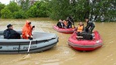 Сотрудники МЧС России оказывают помощь жителям одного из затопленных районов Сербии. 2014