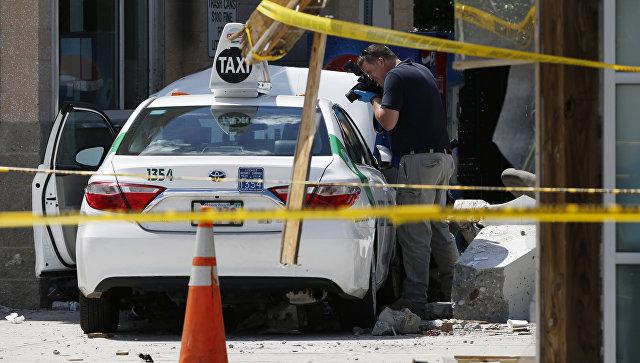 Автомобиль протаранил группу пешеходов вБостоне