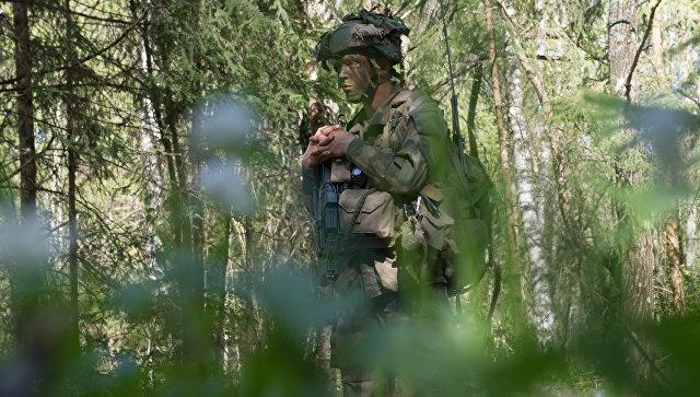 Солдат во время учений Spring Storm Вооруженных сил Эстонии. 22 мая 2017