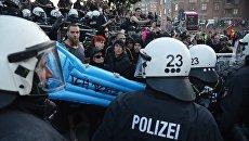 Во время акции протеста в преддверии саммита G20 в Гамбурге. 7 июля 2017 год. Архивное фото