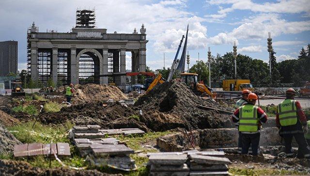 Арка Главного входа во время проведения работ по реконструкции ВДНХ