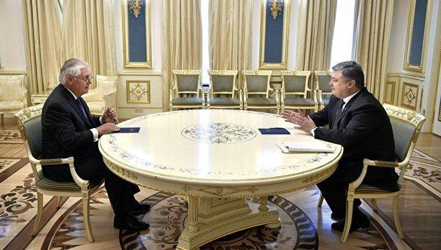 Президент Украины Пётр Порошенко и госсекретарь США Рекс Тиллерсон во время встречи в Киеве. 9 июля 2017