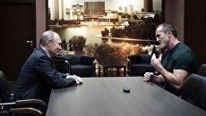 резидент РФ Владимир Путин поздравляет боксера Дениса Лебедева с успешной защитой титула чемпиона по версии WBA. 10 июля 2017