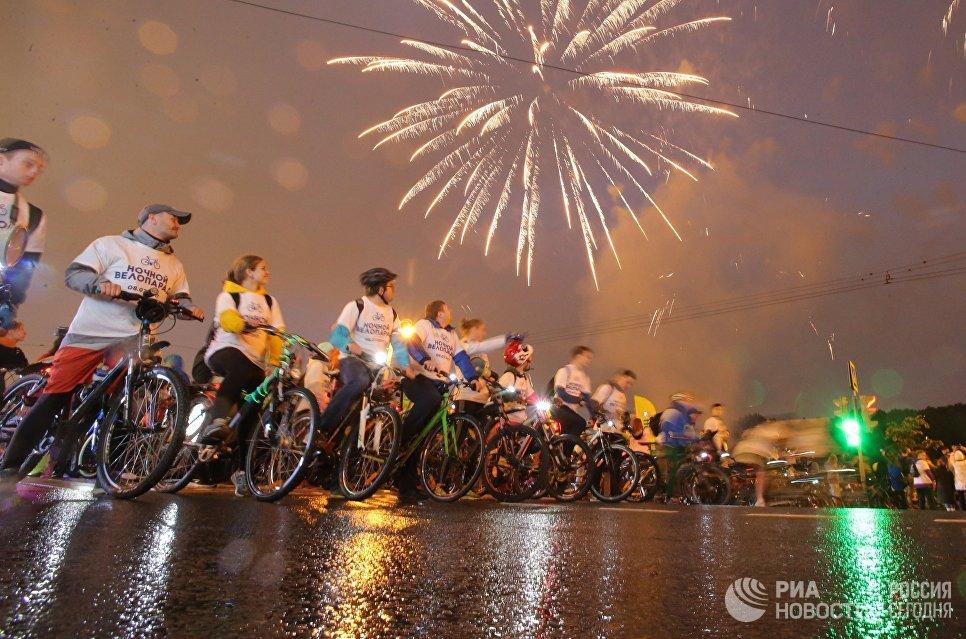Ночной велопарад в Москве