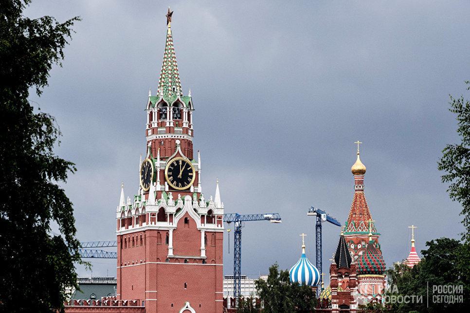 ВМосковском Кремле поведали оборнитологической службе поотпугиванию ворон