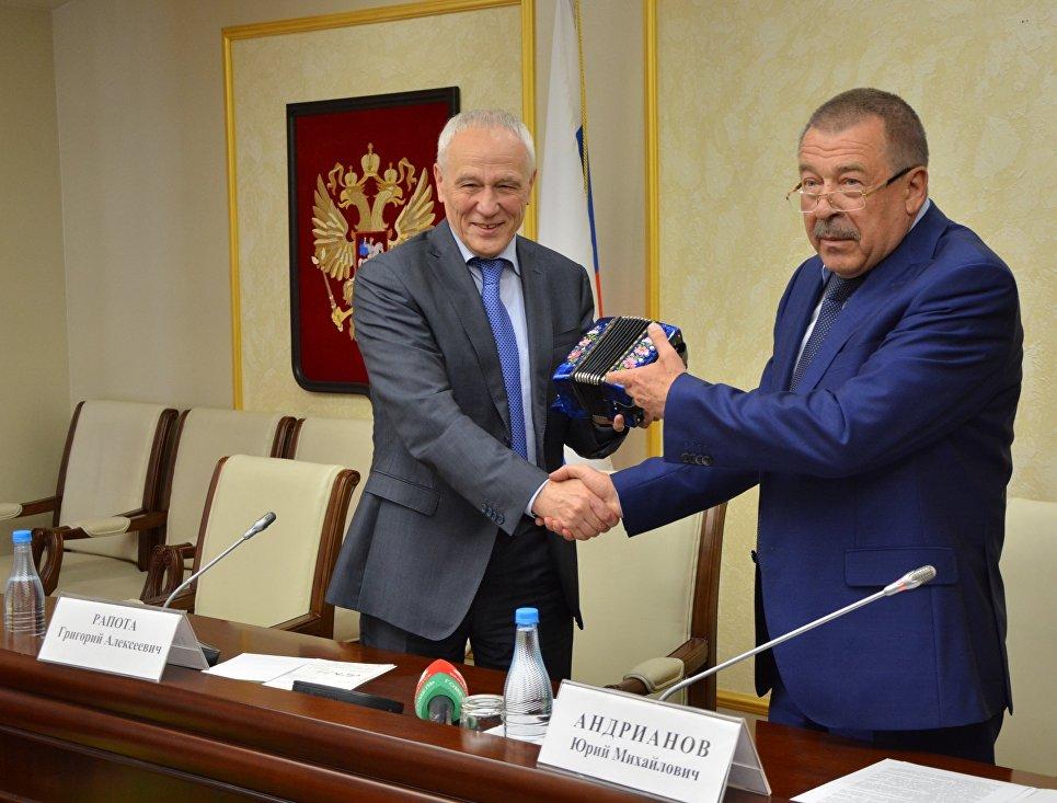 Председатель правительства Юрий Андрианов и Григорий Рапота
