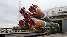 Вывоз ракеты-носителя Союз-2.1а на стартовую площадку. 11 июля 2017 года. Архивное фото