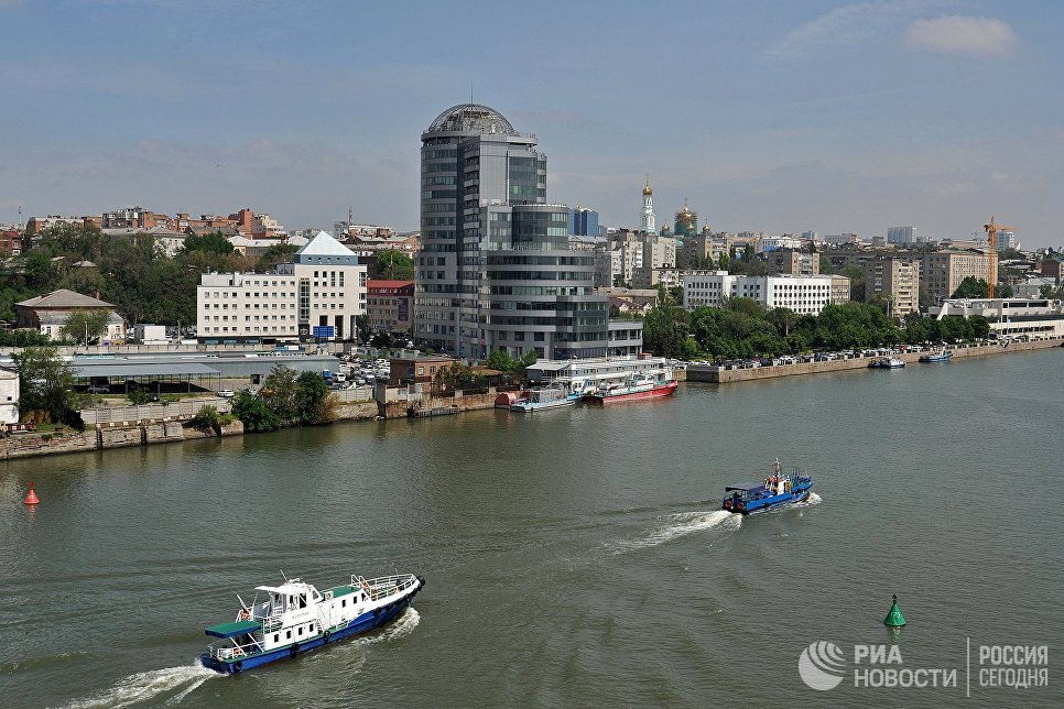 Вид на бизнес-центр Риверсайд-Дон на берегу реки Дон в городе Ростове-на-Дону