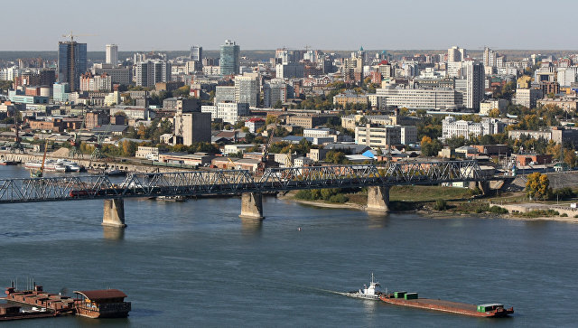 Вид на правый берег Новосибирска и первый железнодорожный мост через реку Обь. Архивное фото