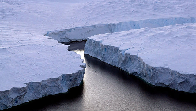 Айсберг в Антарктиде. Архивное фото