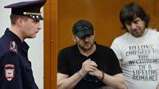 Хамзат Бахаев и Темирлан Эскерханов во время оглашения приговора в Московском окружном военном суде. 13 июля 2017