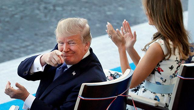 Президент США Дональд Трамп с супругой Меланьей во время парада на Елисейских полях в честь  Дня взятия Бастилии