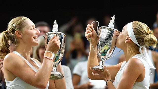 Российские теннисистки Е. Макарова и Е. Веснина - победительницы Уимблдона