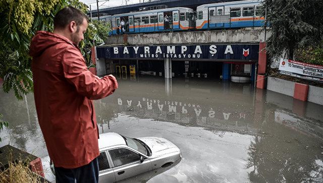 Град размером стеннисный мяч обвалился наСтамбул: размещены фото неимоверного потопа