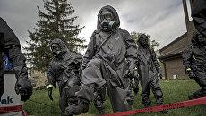 Военнослужащие химико-биологического подразделения армии США во время учений. Архивное фото
