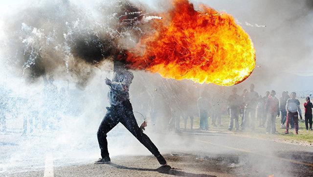 Протесты в городе Грабу. Работа фотографа Фандулвази Джайкло из ЮАР