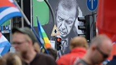 Портрет президента Турции Тайипа Эрдогана во время саммита G20 в Гамбурге. Архивное фото