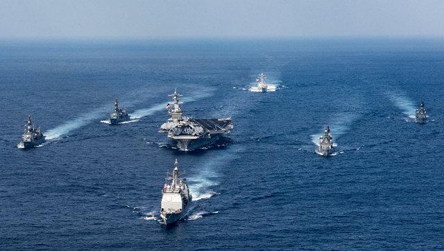 Ударная авианосная группировка ВМС США во главе с авианосцем Карл Винсон. Архивное фото