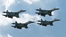 Многоцелевые истребители Су-35 пилотажной группы Соколы России выполняют демонстрационный полет на МАКС-2017 в Жуковском. Архивное фото