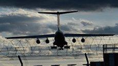 Самолет заходит на посадку в международном аэропорту Внуково. Архивное фото
