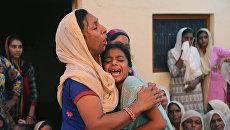 Семья индийского солдата, убитого в ходе перестрелок с Пакистаном