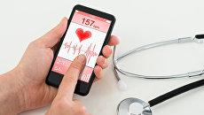 Мобильное приложение на экране смартфона. Архивное фото