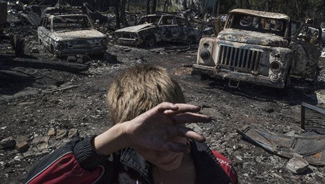 Последствия обстрела поселка Лозовое в Донецкой области. Архивное фото