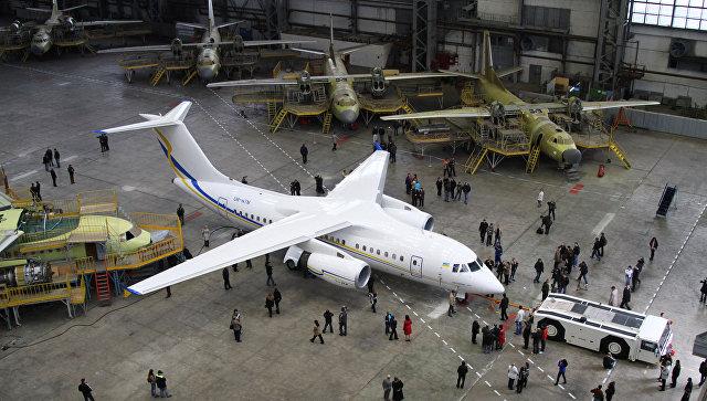 Презентация первого экспериментального образца украинского реактивного самолета нового поколения АН-158 на ГП Антонов в Киеве. 2010 год