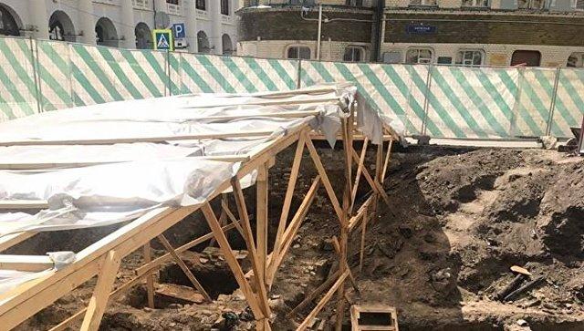 Раскопки во время реконструкции Биржевой площади в Москве