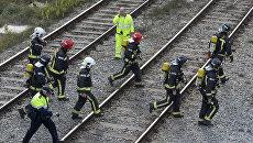 Спасатели на железной дороге в Испании. Архивное фото