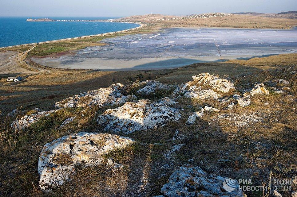 Чокракское озеро на Керченском полуострове в Крыму