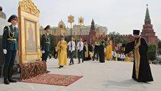 Крестный ход в Москве к памятнику князя Владимира в День крещения Руси