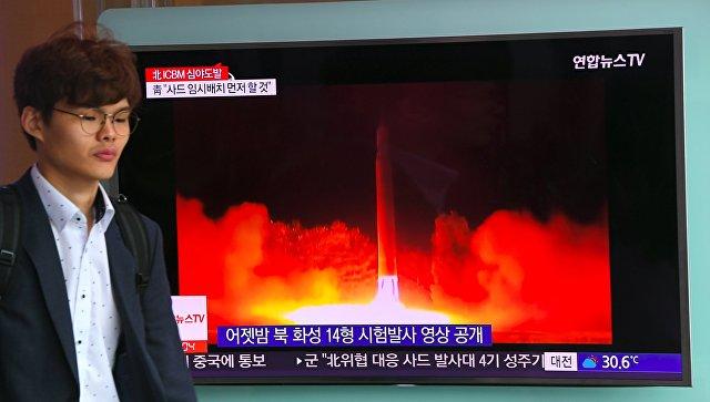 Трансляция новостей о втором запуске баллистической ракеты КНДР в Сеуле. 29 июля 2017