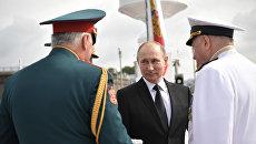 Верховный главнокомандующий РФ Владимир Путин на Адмиралтейской набережной Санкт-Петербурге перед началом парада по случаю Дня Военно-морского флота РФ. 30 июля 2017