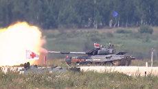 Яркие моменты первого дня АрМИ-2017: гонки танков и артиллерийские залпы