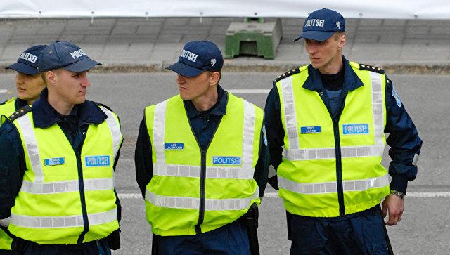 Встолице Эстонии мужчина напал наробота