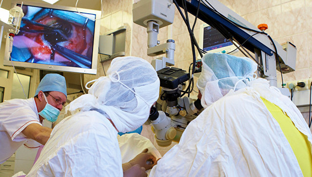 Бионический глаз вернул мужчине зрение и помог увидеть лицо дочери