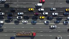 Автомобильное движение на Зубовском бульваре в Москве. Архивное фото
