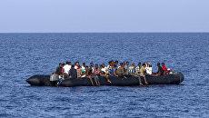 Мигранты около ливийского побережья. Архивное фото