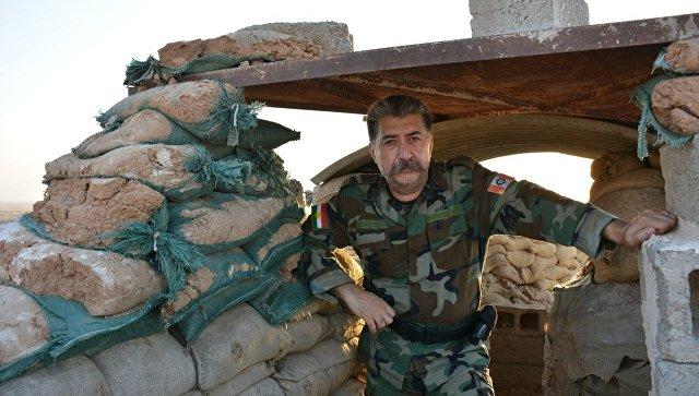 Курдский мужчина воюет против ИГ близ иракской Эль-Хавиджи