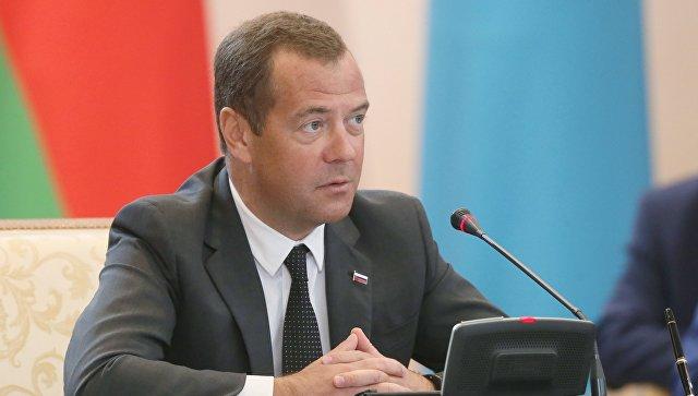 Медведев пошутил по поводу чернозема, который немцы вывозили в Германию
