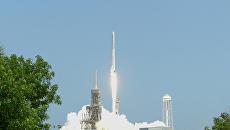 Компания SpaceX запустила грузовой корабль Dragon к МКС. Архивное фото