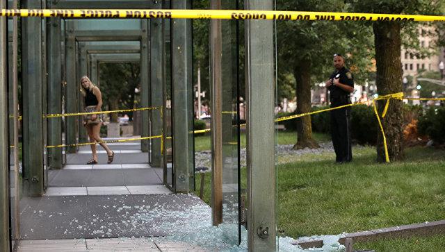 Вандал осквернил памятник жертвам Холокоста в американском городе Бостон, штат Массачусетс. 14 августа 2017