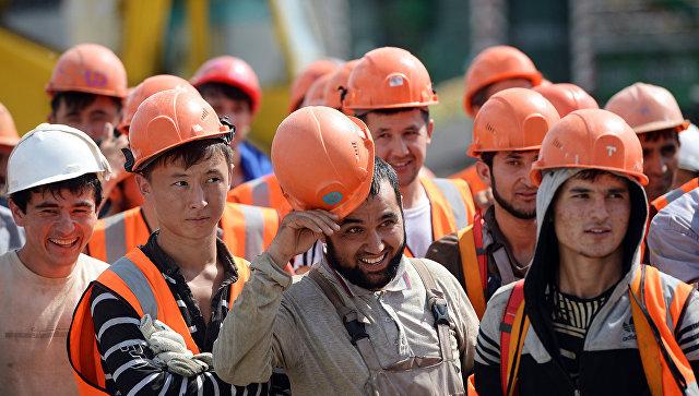 Таджики в России получают меньше других мигрантов СНГ
